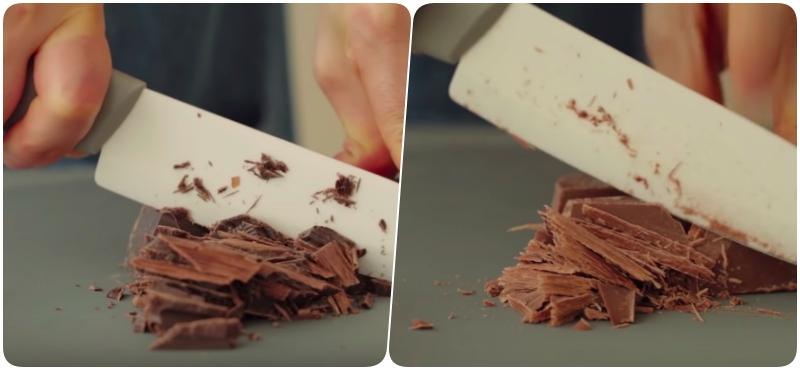 Dùng dao để cắt vụn socola đen và socola sữa, nếu bạn mua socola loại viên nhỏ thì không cần làm bước này.