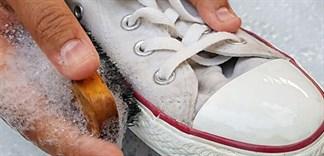 Những sai lầm khi giặt giày khiến giày mau hư và bị ố vàng