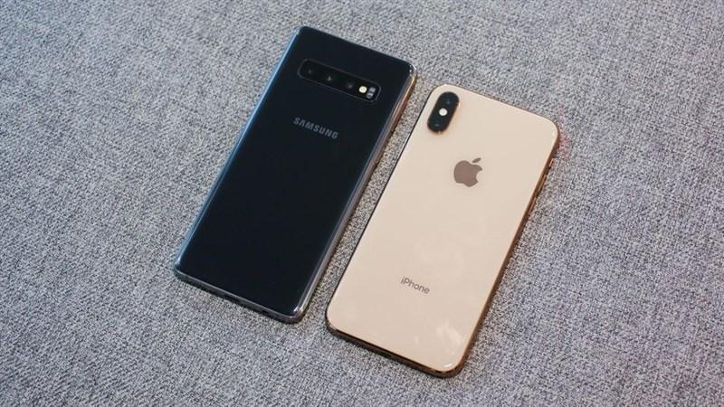 So sánh Galaxy S10 và iPhone Xs: Sự khác biệt là gì?