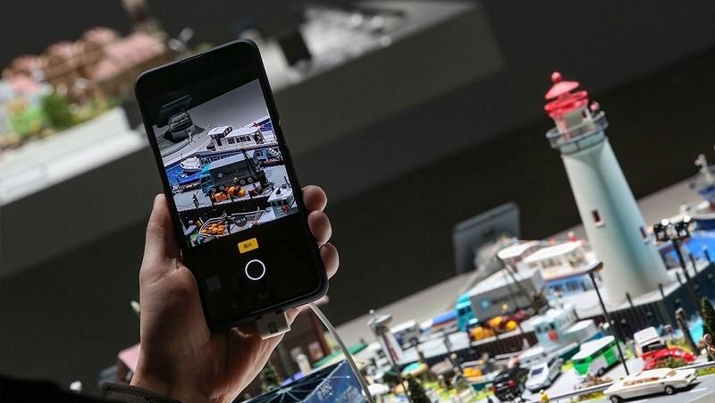 Xuất hiện hình ảnh render sắc nét của smartphone OPPO zoom quang 10x