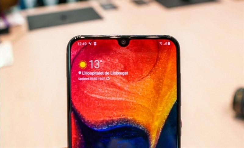 Galaxy A50 với màn hình Infinity-U