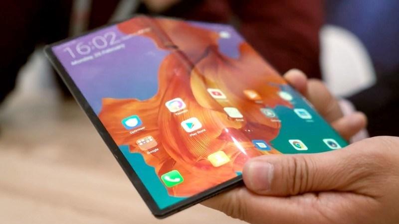 CEO BlackBerry: Smartphone màn hình gập là cồng kềnh, không cần thiết