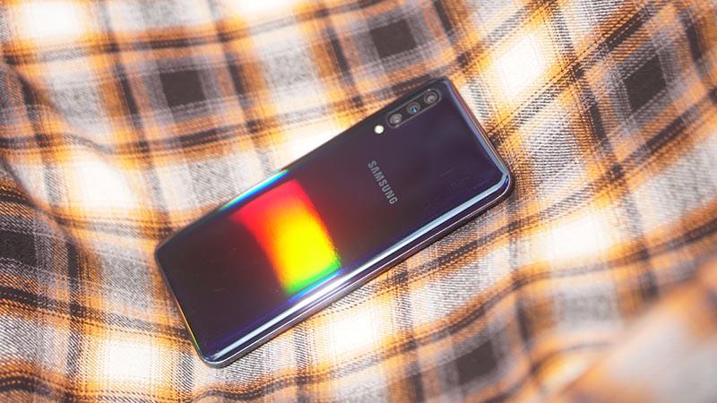 Bá chủ tầm trung đầu năm 2019: Khách hàng gọi tên Galaxy A50!