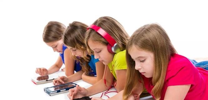 Có nên cho trẻ em sử dụng điện thoại sớm? Độ tuổi nào thì dùng được?