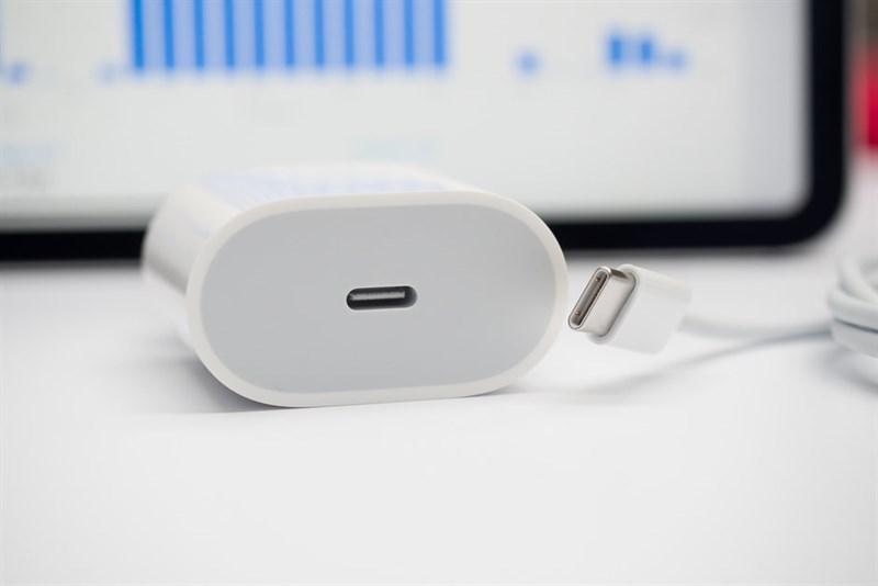 iPhone 2019: Pin lớn hơn, sạc ngược không dây, 3 camera sau