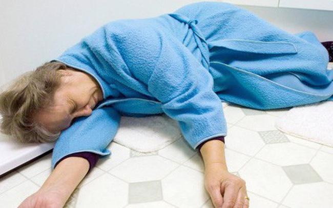 Những tác hại khôn lường của việc tắm đêm và lời khuyên dành cho bạn