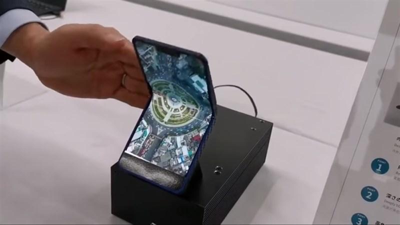 Sharp giới thiệu nguyên mẫu smartphone màn hình gập 6.2 inch