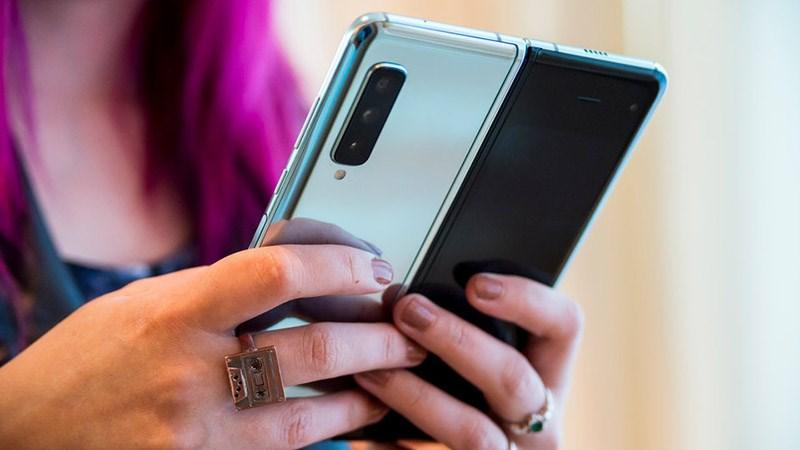 Trên tay Galaxy Fold: Trải nghiệm smartphone gập hơn 46 triệu ra sao?