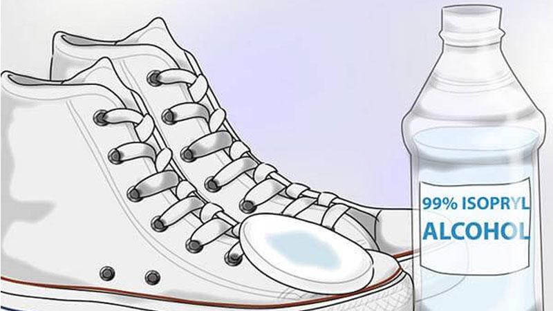 Vì là dung dịch dễ bay hơi, nên sẽ không lưu lại mùi cồn trên giày của bạn.