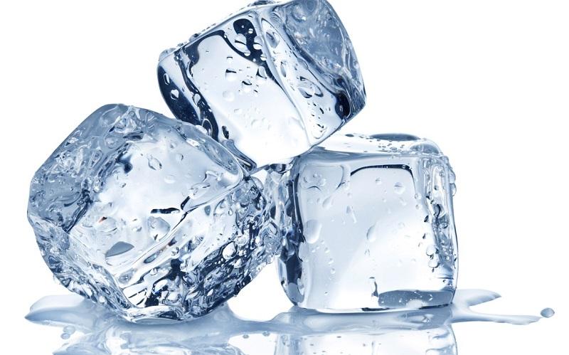 Trị bỏng lưỡi bằng đá lạnh