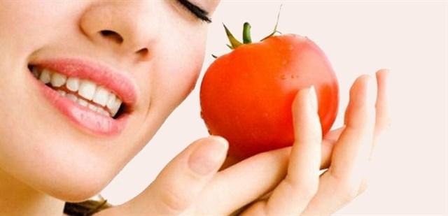 Công thức phục hồi làn da cháy nắng đơn giản với cà chua