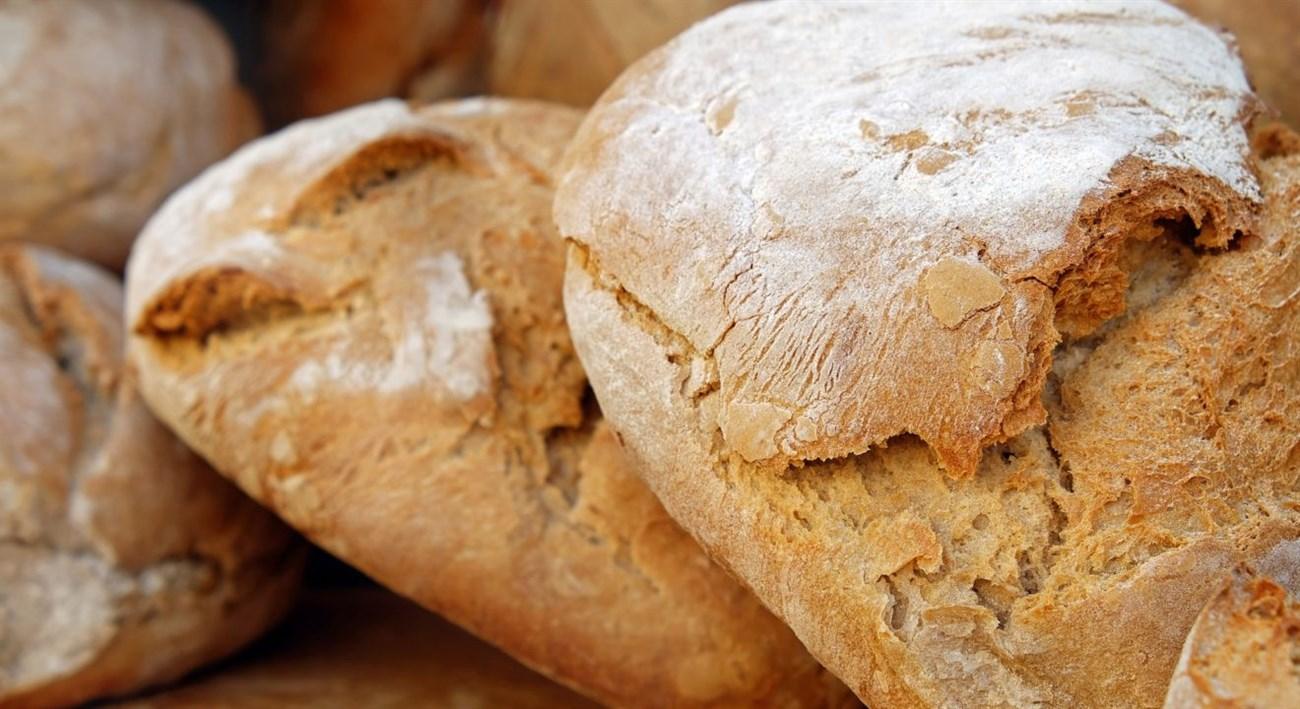 Phết lên bánh mì