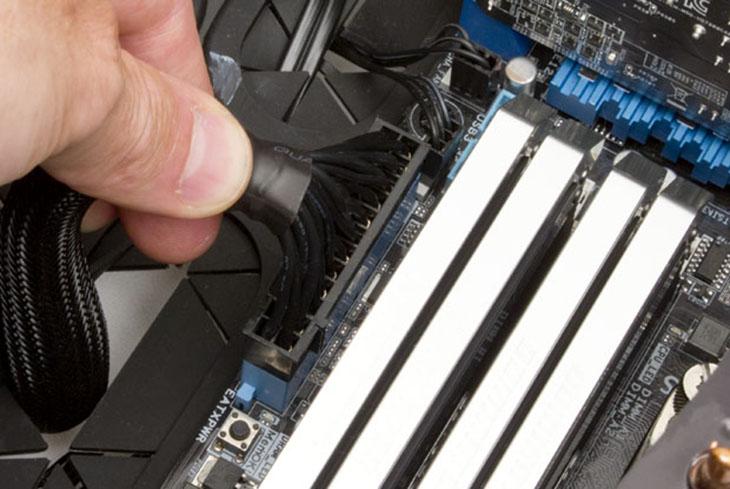 Nguồn cung cấm 24 pin cho mainboard.