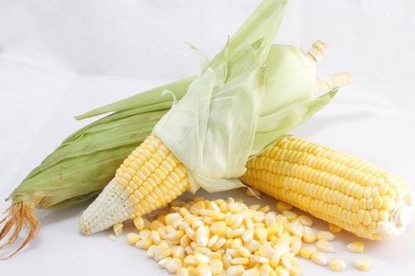 Bước 2 Tách hạt bắp Xôi bắp nước cốt dừa