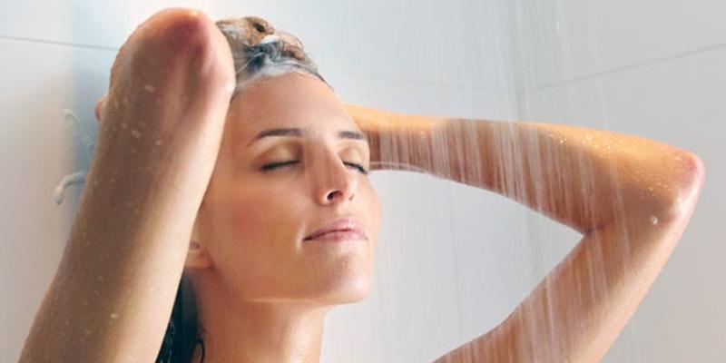 Tắm ngay sau khi đi mưa về