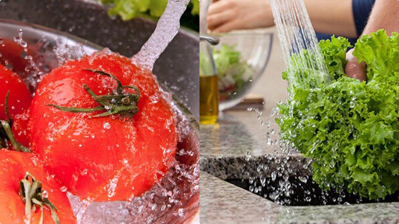 Sơ chế cà chua và sà lách