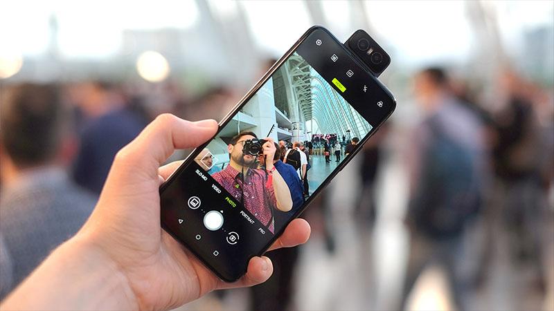 So sánh ZenFone 6 và Galaxy S10: Màn hình nốt ruồi hay camera lật? - ảnh 11
