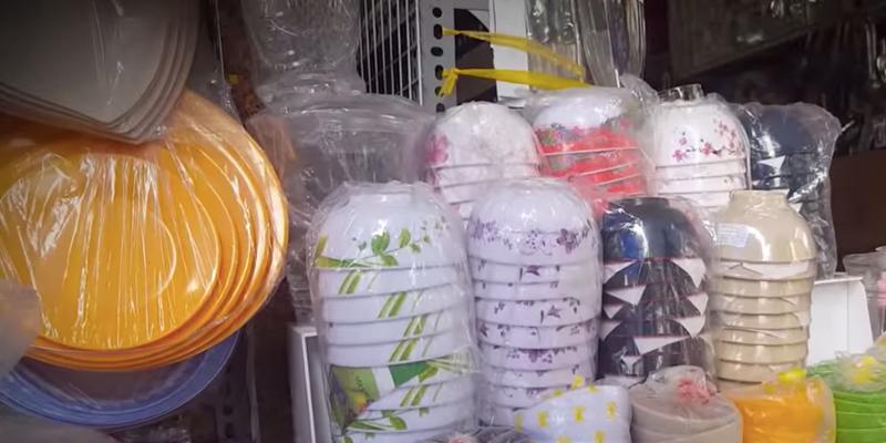 Chén dĩa nhựa hoa văn lòe loẹt - Đẹp nhưng độc