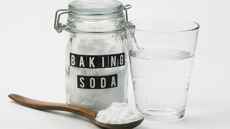 Dùng baking soda tẩy nấm mốc trên balo