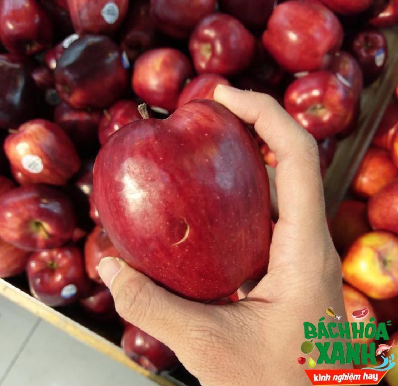 Dùng móng tay để lựa táo, đâu phải hết cách chọn táo ngon