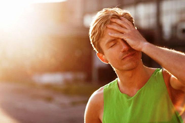 nguyên nhân gây say nắng, đau đầu