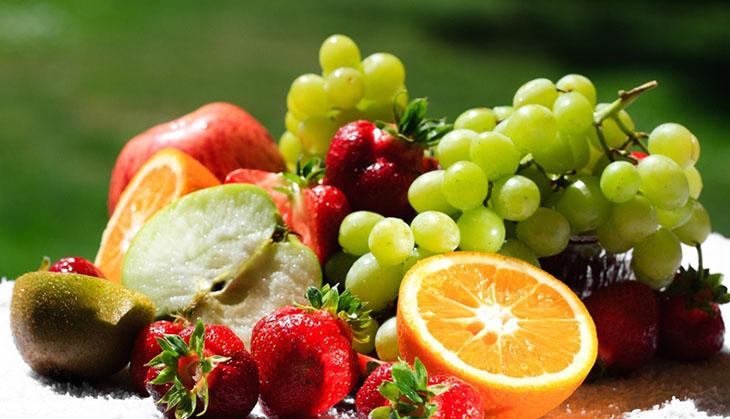 ăn trái cây tươi bổ sung chất dinh dưỡng