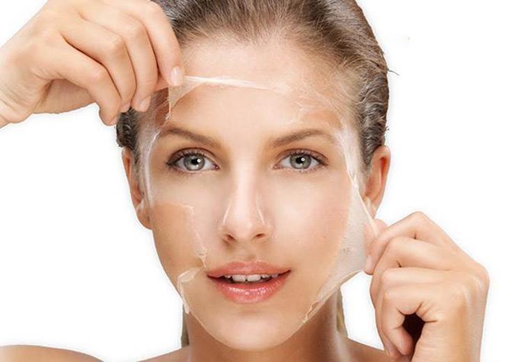Tẩy tế bào chết giúp da thoáng sạch và không bị bít lỗ chân lông.