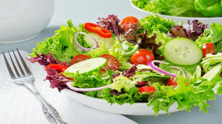 Thâm salad vào khẩu phần ăn