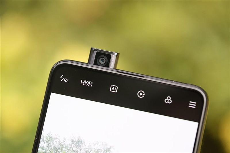 Camera selfie pop-up của Redmi K20 Pro được đặt ở khung cạnh trên phía bên trái