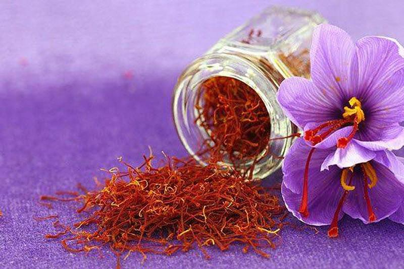 Đừng nhầm lẫn nhụy hoa nghệ tây với hồng hoa tây tạng