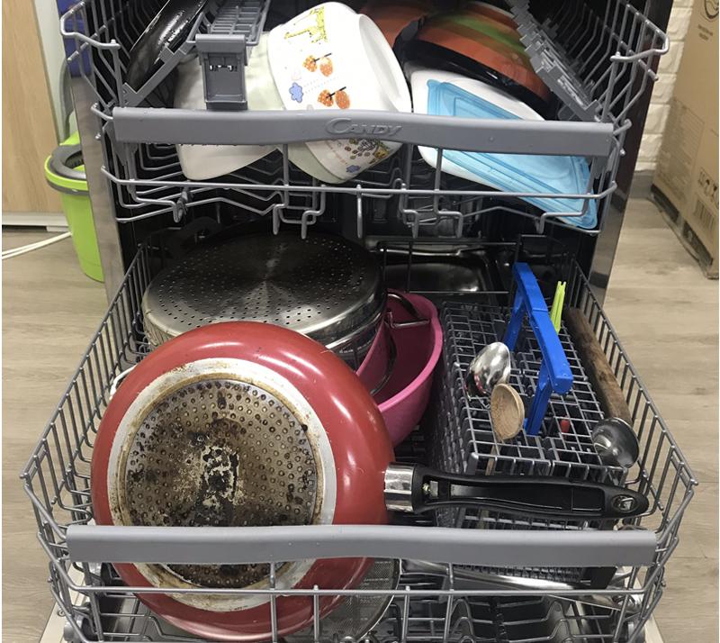 Máy rửa chén rửa được bao nhiêu chén bát?