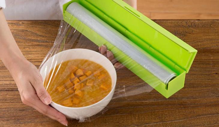 Những lưu ý cần nhớ khi sử dụng màng bọc thực phẩm