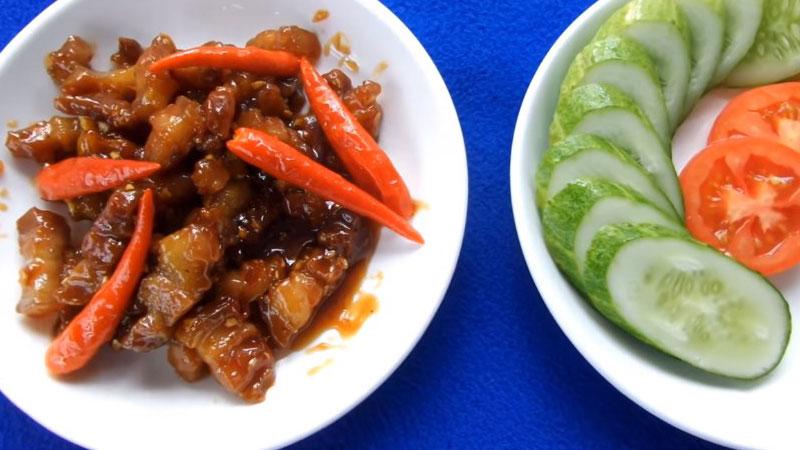 Chỉ với ba món nhưng đầy đủ rau và thịt, đảm bảo gia đình bạn sẽ tấm tắc khi thưởng thức bữa cơm cuối tuần này