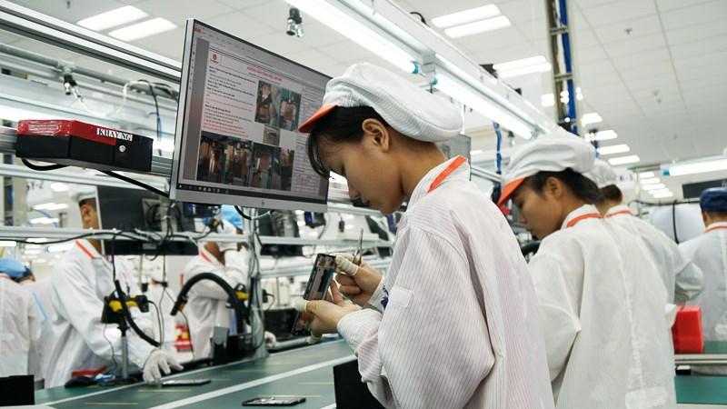nhà máy sản xuất điện thoại vsmart