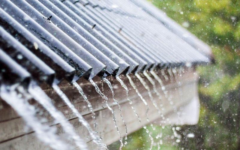 Cứ trời mưa là mái nhà lại dột, làm sao đây?