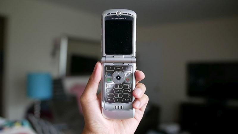 Dùng điện thoại cùi trong 1 tuần để nhận 1.000 USD, bạn dám không? - ảnh 1