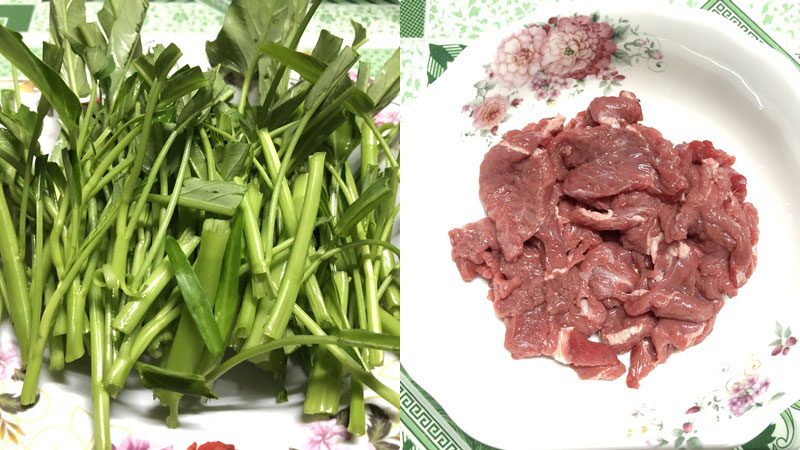 Sơ chế rau muống và thịt bò