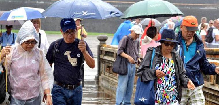 Các vật dụng không thể thiếu khi du lịch mùa mưa