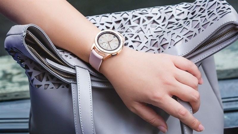 Galaxy Watch 42mm Rose Gold giảm giá cực sốc, lên tới 3.2 triệu đồng