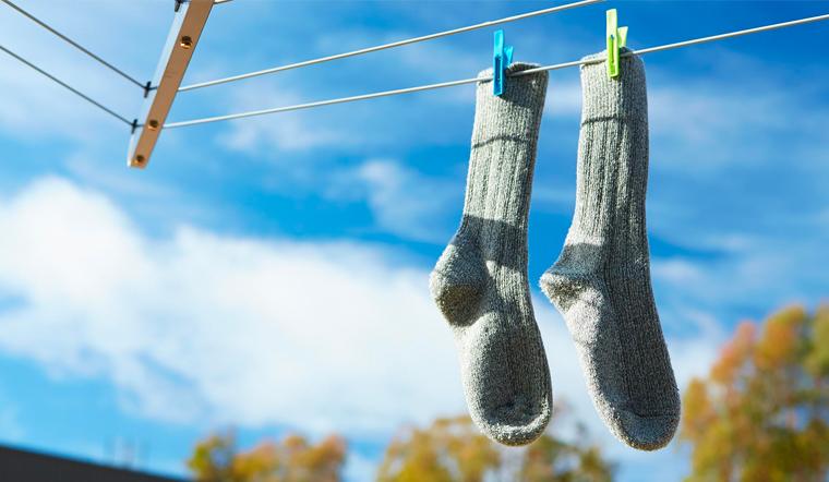 Mẹo giặt vớ cực sạch, bền và không bị co giãn
