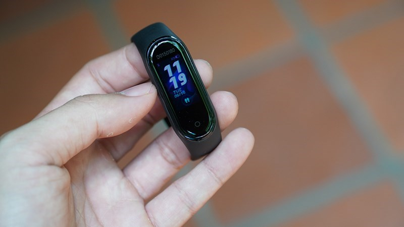 Xiaomi chính thức ra mắt vòng đeo tay thông minh Mi Band 4 tại Việt Nam