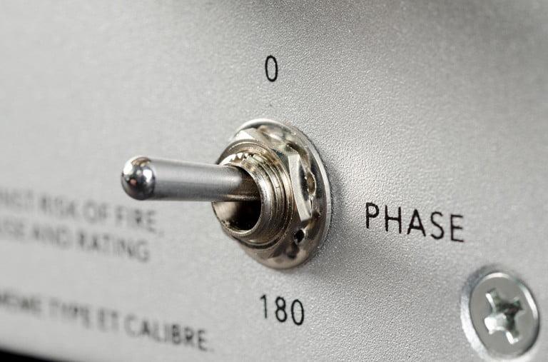 Nút phase trên loa sub