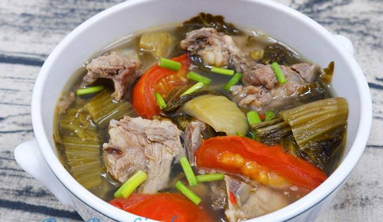 Cách nấu món canh cải chua sườn non thanh mát cho cả gia đình