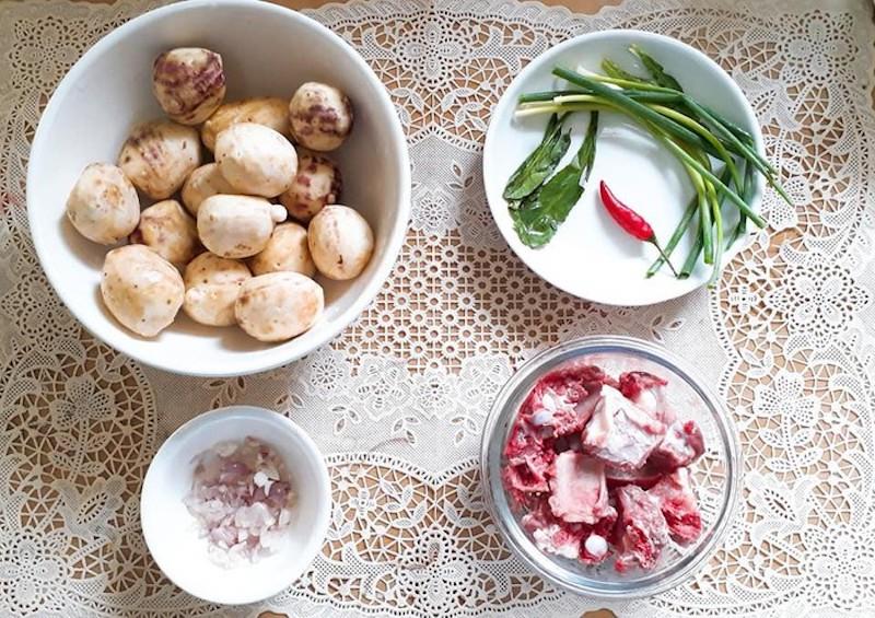 Cách nấu canh xương khoai sọ ngon từ nước, ngọt từ xương