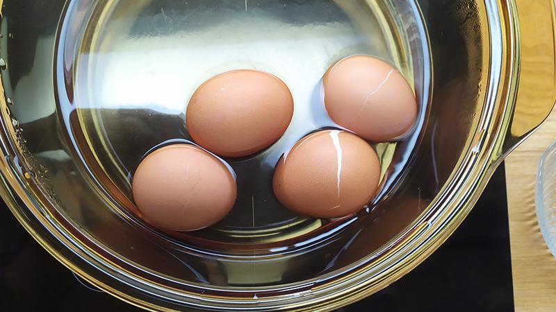 Cách luộc trứng không bị nứt