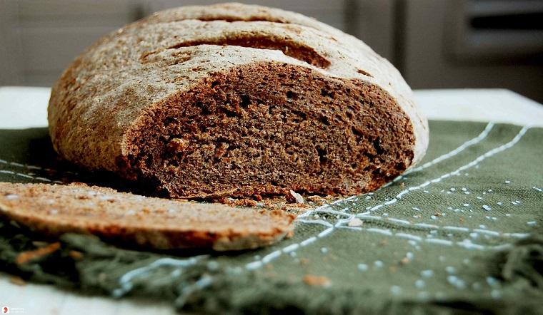 Nghe danh bánh mì đen đã lâu, bạn đã biết nó làm từ gì chưa?