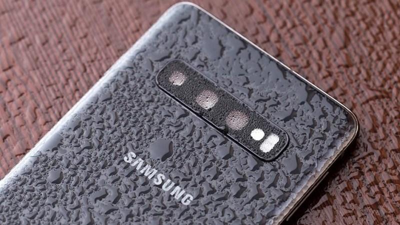 ACCC kiện Samsung vì khiến người dùng hiểu sai khả năng chống nước của smartphone