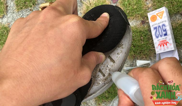 Kết hợp thứ này với keo 502 để dán giày, mang cả năm vẫn không bung keo