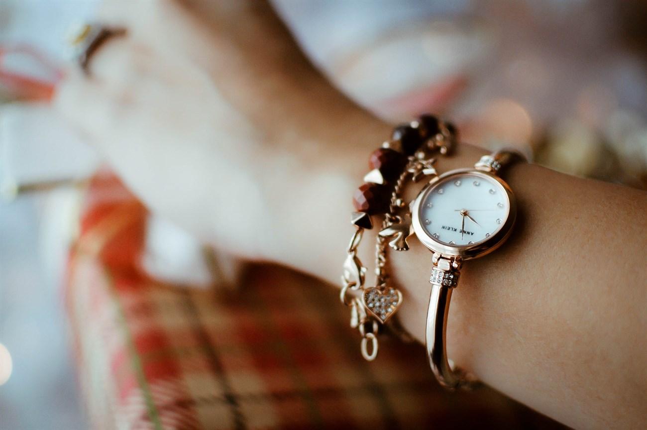 Mấu đồng hồ đính đá sang trọng