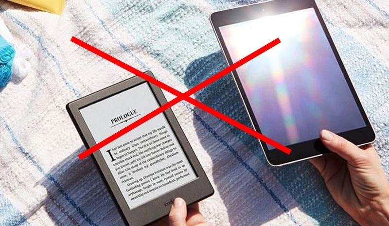Đọc sách ngay dưới ánh sáng chiếu trực tiếp